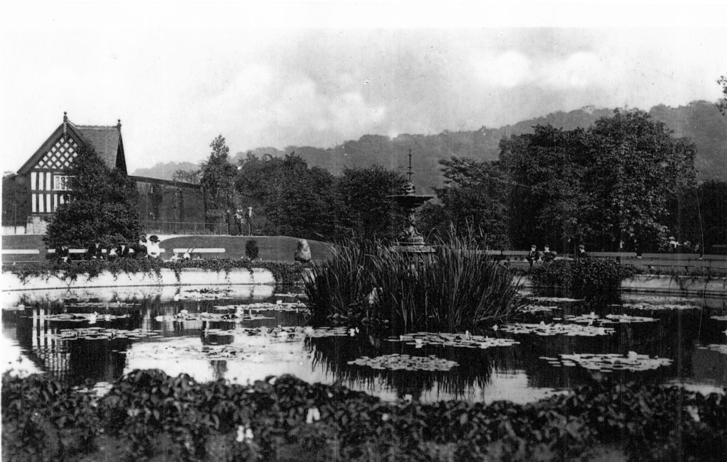 Vernon Park showing lilly pond and aviary
