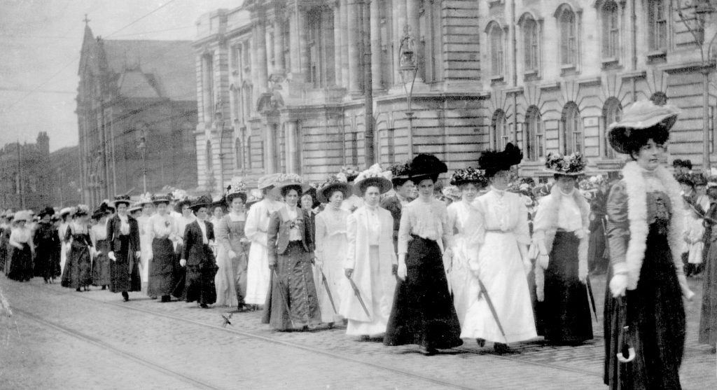 Stockport Sunday School walks 1913 outside the Town Hall