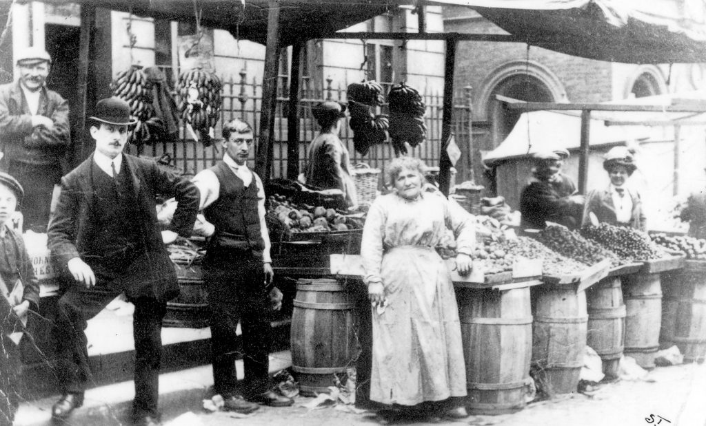 Market traders in the early Twentieth Century